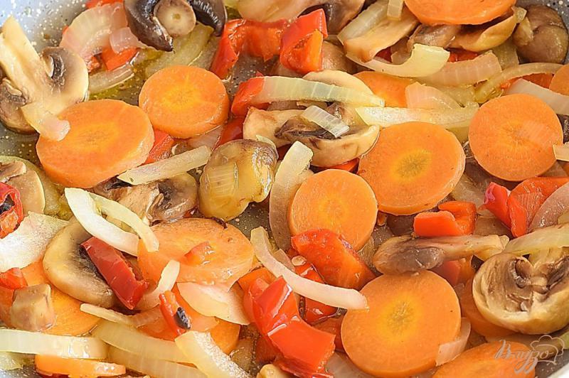 Фото приготовление рецепта: Икра баклажанная с грибами шаг №4