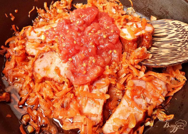 Фото приготовление рецепта: Суп с чечевицей и копчёными рёбрышками шаг №7
