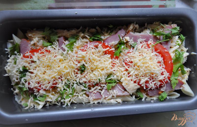 Фото приготовление рецепта: Запеканка из макарон с помидорами и сыром шаг №4