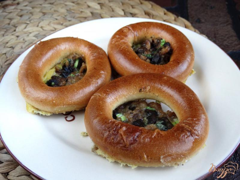 Фото приготовление рецепта: Бублики фаршированные фаршем и грибами шаг №7