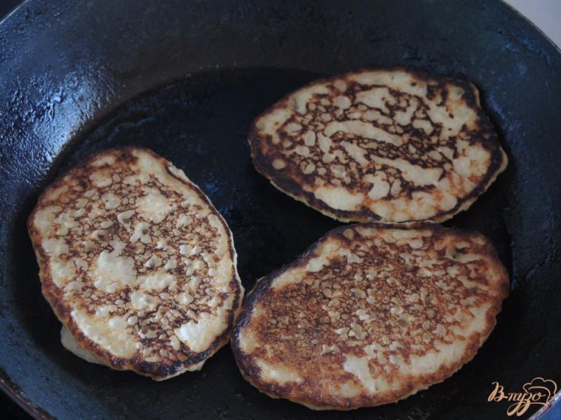Фото приготовление рецепта: Оладьи из овсянки, банана и кефира шаг №6