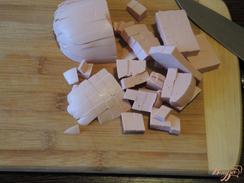 Фото приготовление рецепта: Окрошка с жареной картошкой шаг №4