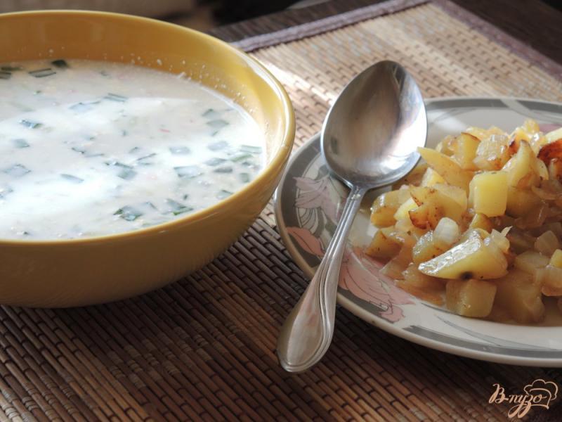 Фото приготовление рецепта: Окрошка с жареной картошкой шаг №10