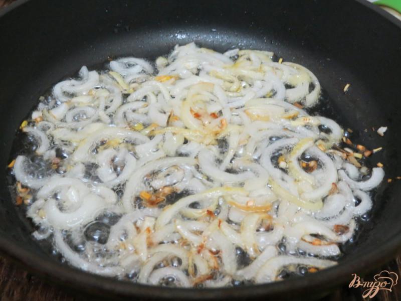 Фото приготовление рецепта: Бефстроганов из говядины с солёными огурцами шаг №4