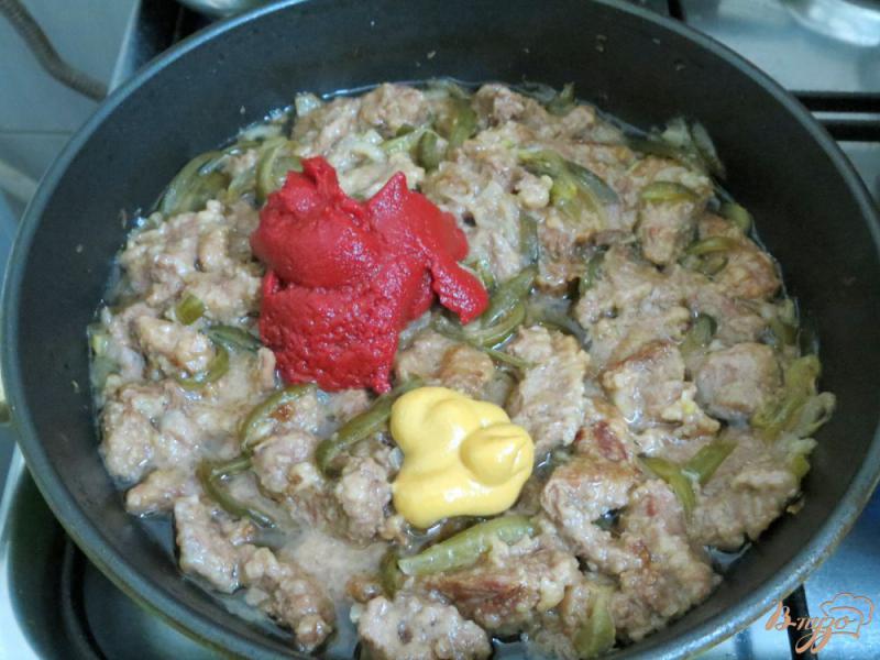 Фото приготовление рецепта: Бефстроганов из говядины с солёными огурцами шаг №8