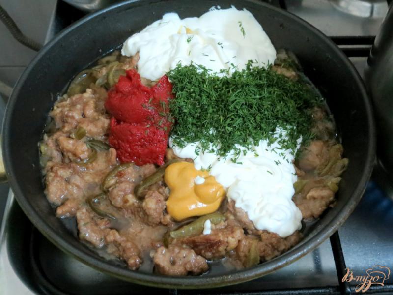 Фото приготовление рецепта: Бефстроганов из говядины с солёными огурцами шаг №9