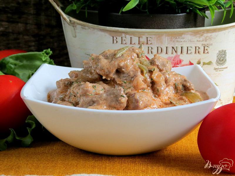 Фото приготовление рецепта: Бефстроганов из говядины с солёными огурцами шаг №10
