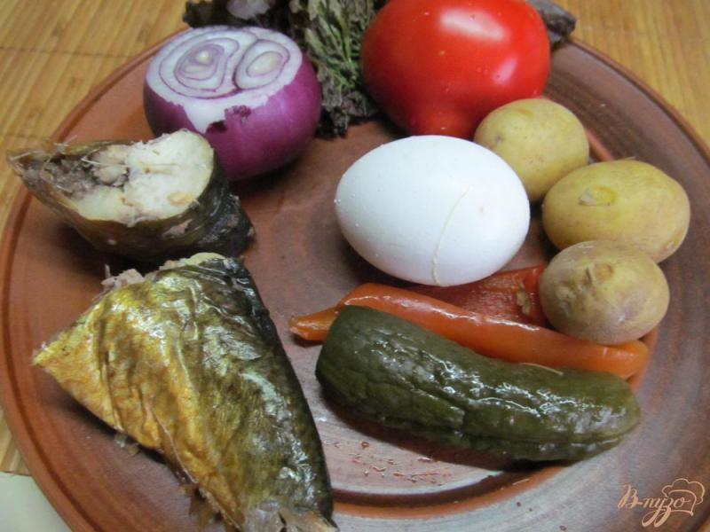 Фото приготовление рецепта: Овощной салат с копченой рыбой шаг №1