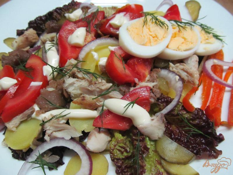 Фото приготовление рецепта: Овощной салат с копченой рыбой шаг №5
