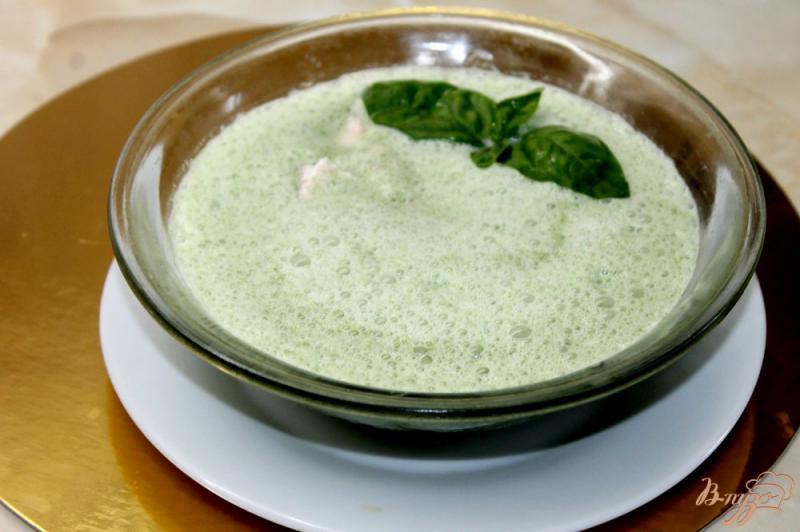 Фото приготовление рецепта: Сливочный крем - суп со шпинатом и лососем шаг №7