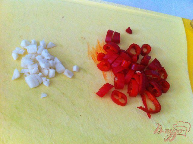 Фото приготовление рецепта: Малосольные огурчики с чили и чесноком шаг №2