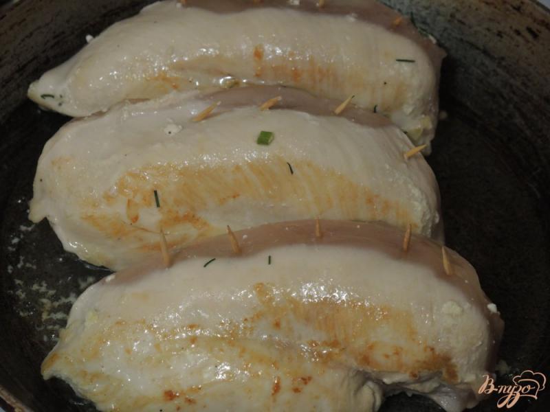 Фото приготовление рецепта: Куриные грудки с творогом шаг №5