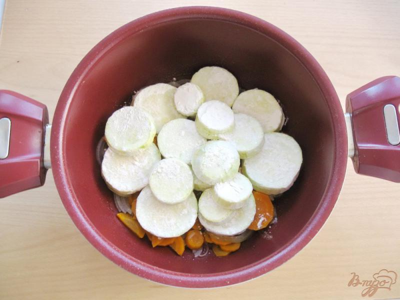Фото приготовление рецепта: Соте из кабачков и баклажанов шаг №3