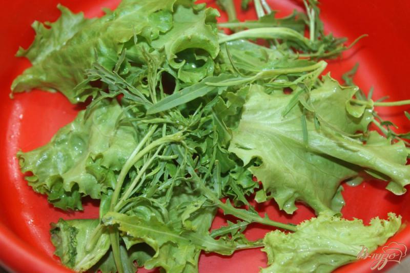 Фото приготовление рецепта: Салат из охотничьих колбасок с овощами и рукколой шаг №1