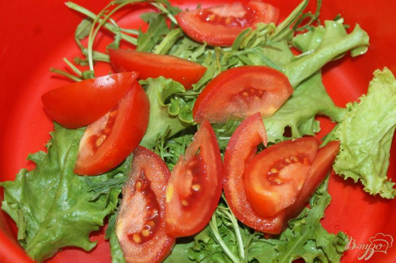 Фото приготовление рецепта: Салат из охотничьих колбасок с овощами и рукколой шаг №2