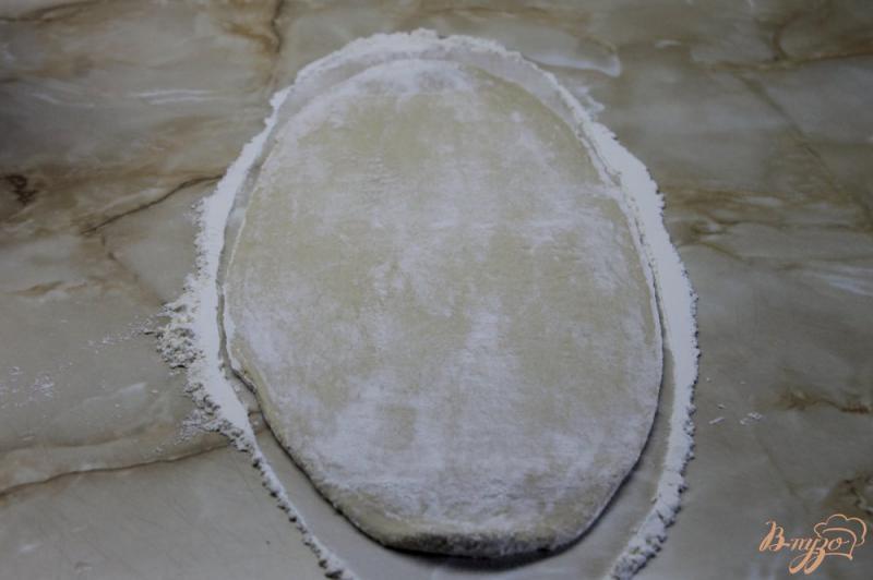Фото приготовление рецепта: «Пиде» с сыром и помидорами шаг №2