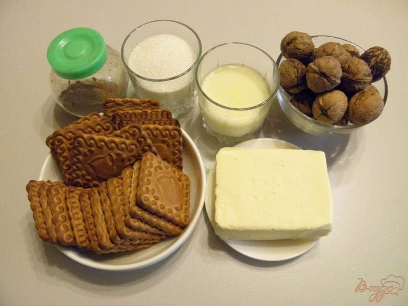 Фото приготовление рецепта: Колбаска сладкая из печенья с орехами шаг №1