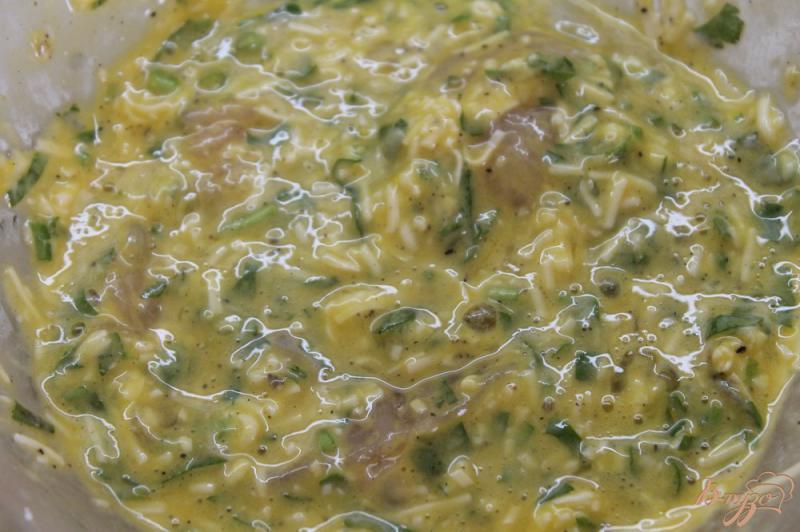 Фото приготовление рецепта: Куриная отбивная в кляре с плавленным сыром и зеленью шаг №4