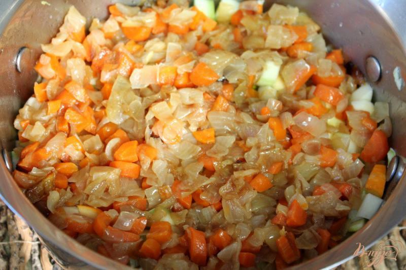 Фото приготовление рецепта: Патиссоны с перцем в томате шаг №5