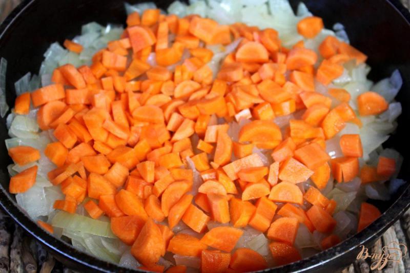 Фото приготовление рецепта: Патиссоны с перцем в томате шаг №3