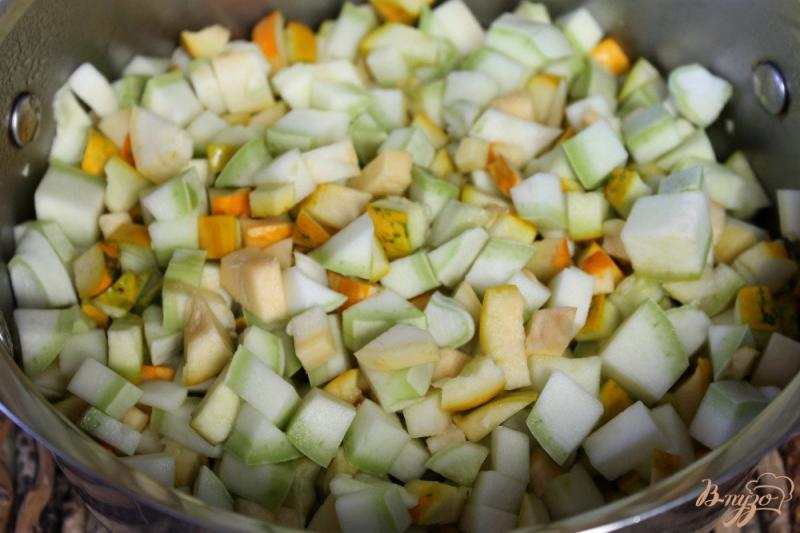 Фото приготовление рецепта: Патиссоны с перцем в томате шаг №4