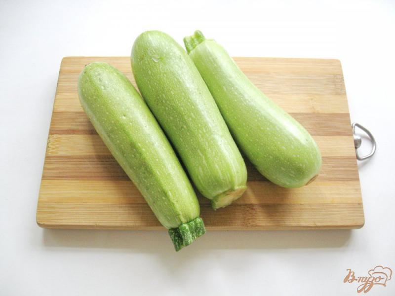 Фото приготовление рецепта: Маринованные кабачки с морковью шаг №1