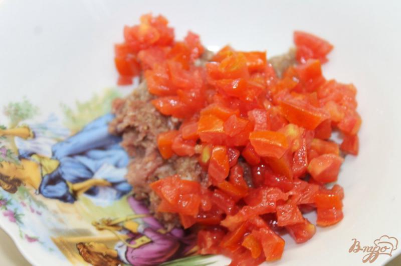 Фото приготовление рецепта: Кутабы с мясом и помидорами шаг №4