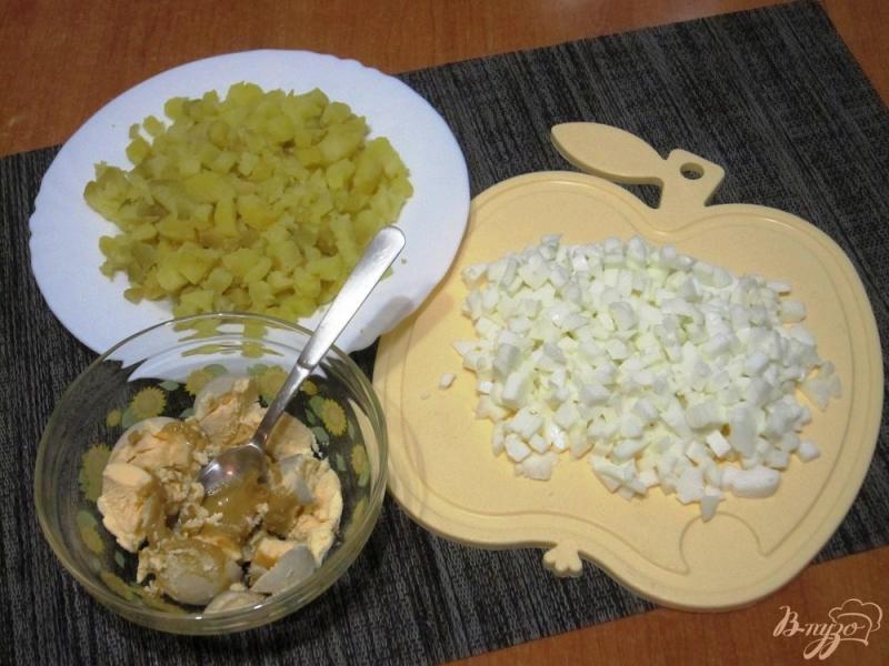 Фото приготовление рецепта: Окрошка с курицей на тане шаг №2