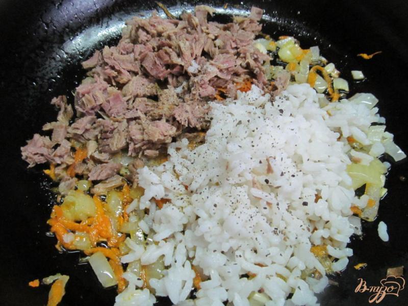 Фото приготовление рецепта: Кабачковые рулеты с мясом и рисом шаг №5