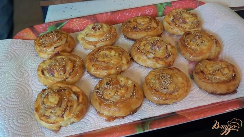 Фото приготовление рецепта: Булочки с беконом и сыром шаг №11