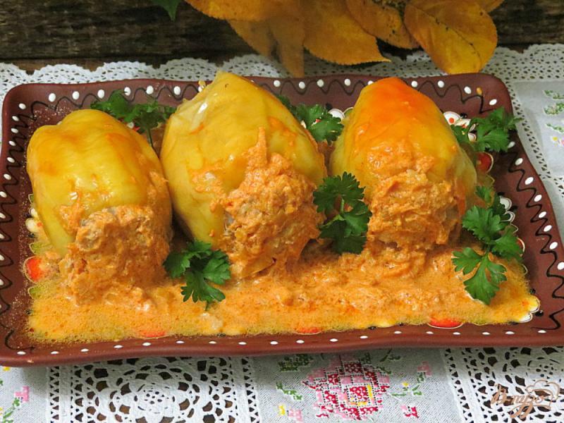 Фото приготовление рецепта: Перец фаршированный фаршем, рисом и грибами шаг №14