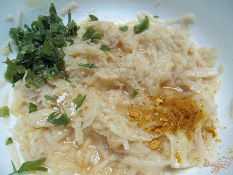 Фото приготовление рецепта: Картофельные вафли шаг №2