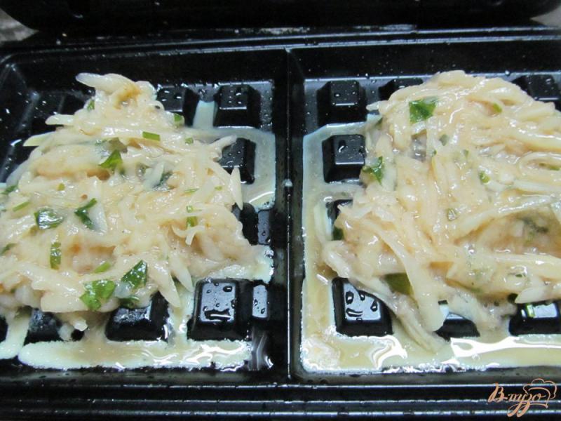 Фото приготовление рецепта: Картофельные вафли шаг №3