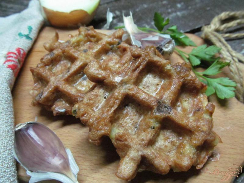 Фото приготовление рецепта: Картофельные вафли шаг №4