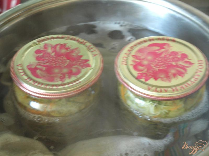 Фото приготовление рецепта: Салат из огурцов по-корейски на зиму шаг №5