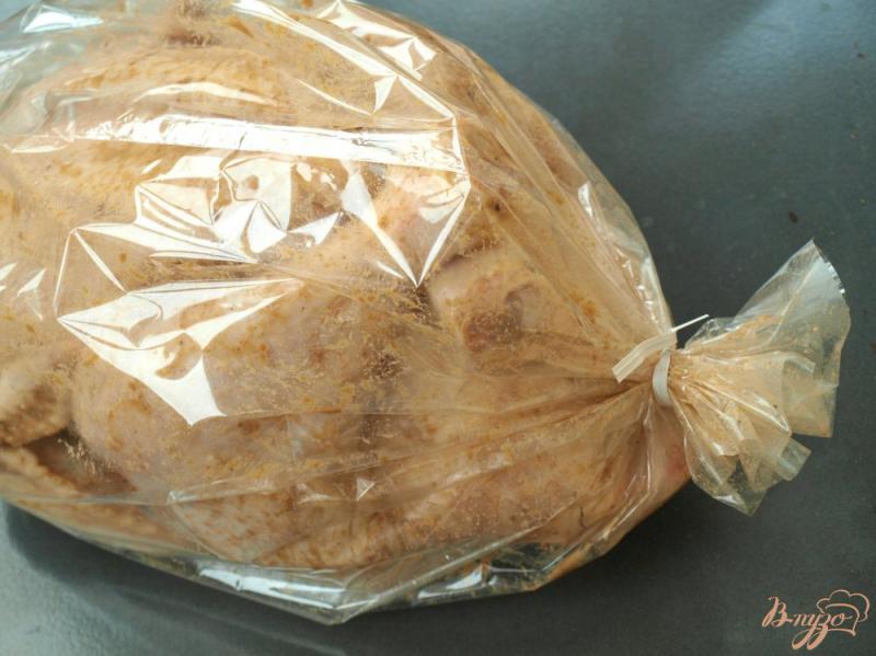 Фото приготовление рецепта: Курица с яблоками в рукаве шаг №4
