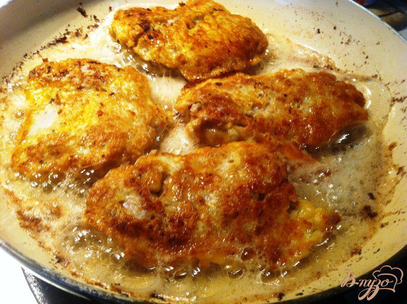 Фото приготовление рецепта: Жаренная мякоть куриного бедра, шаг №6