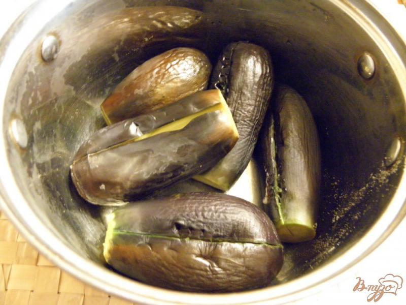 Фото приготовление рецепта: Маринованные синенькие с морковкой шаг №1