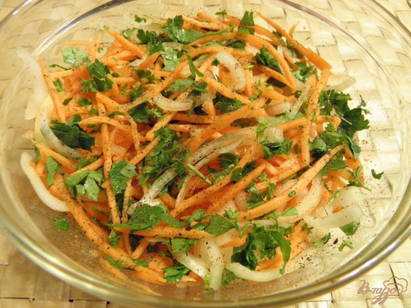 Фото приготовление рецепта: Маринованные синенькие с морковкой шаг №3