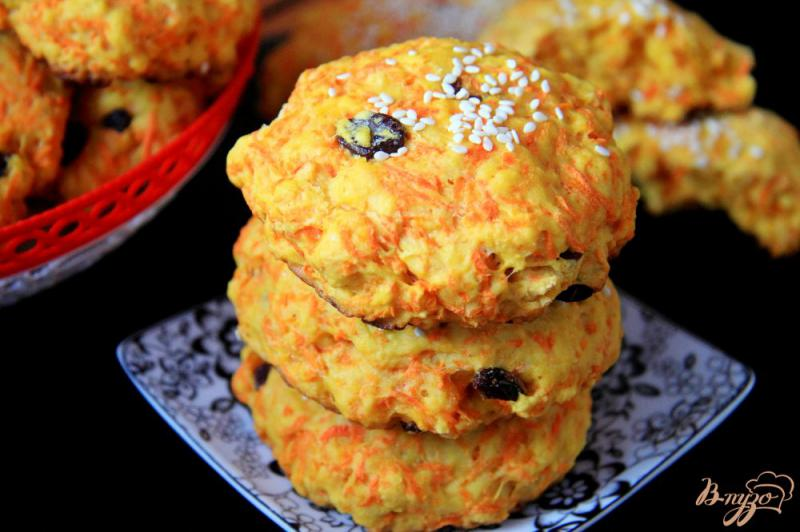 Фото приготовление рецепта: Морковное печенье с изюмом шаг №8