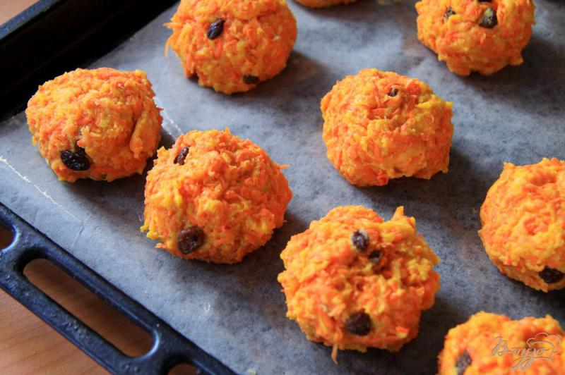 Фото приготовление рецепта: Морковное печенье с изюмом шаг №6