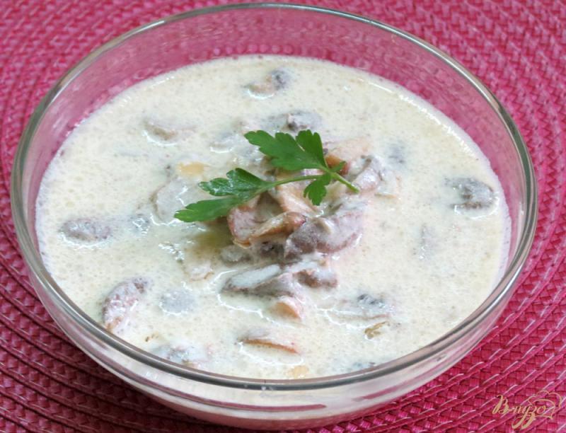 Фото приготовление рецепта: Куриные сердечки с грибами в сметанном соусе шаг №8