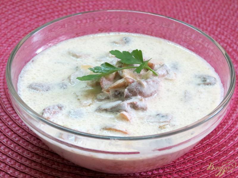 Фото приготовление рецепта: Куриные сердечки с грибами в сметанном соусе шаг №9
