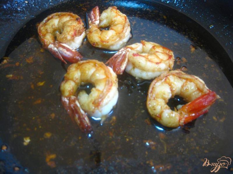 Фото приготовление рецепта: Креветки в соево-чесночном соусе шаг №9