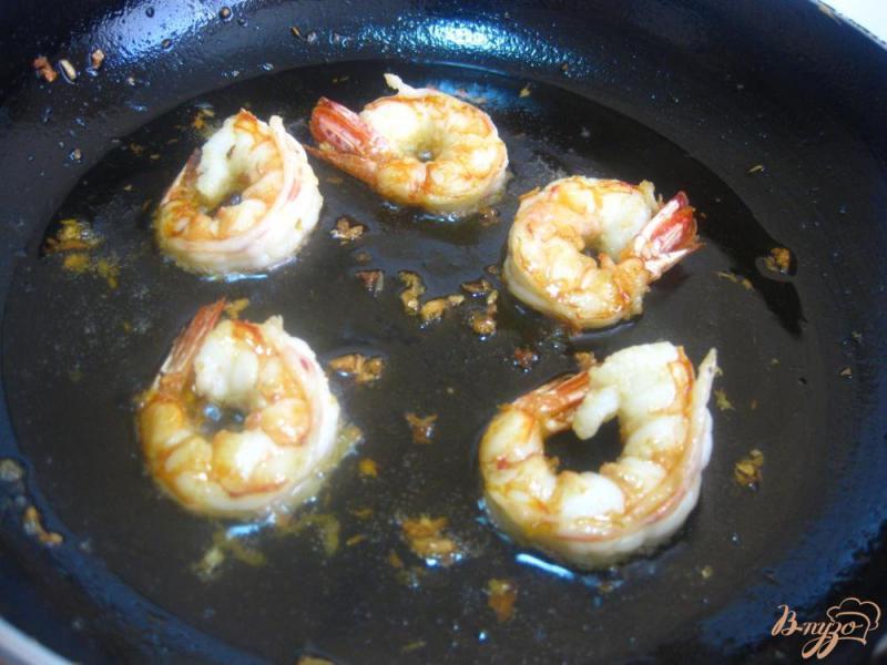 Фото приготовление рецепта: Креветки в соево-чесночном соусе шаг №8