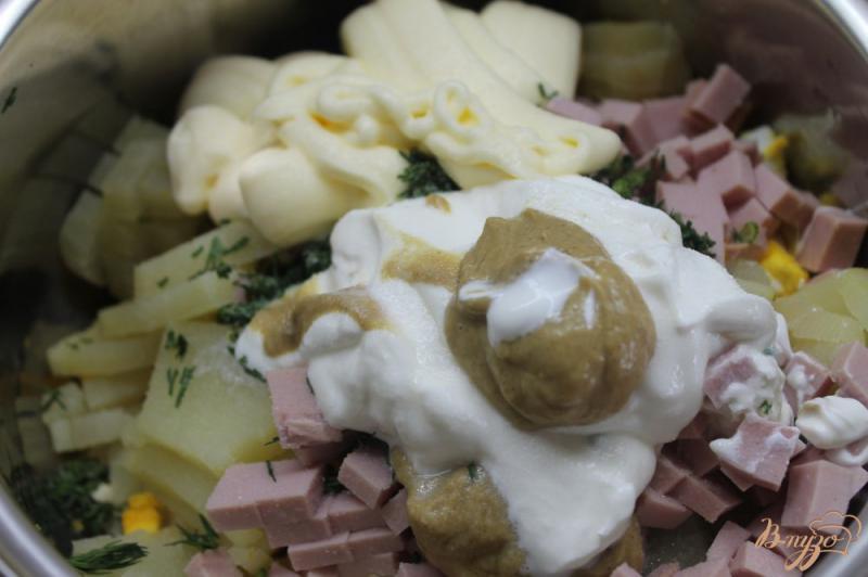 Фото приготовление рецепта: Весенняя окрошка с курицей, редисом и вареной колбасой шаг №6