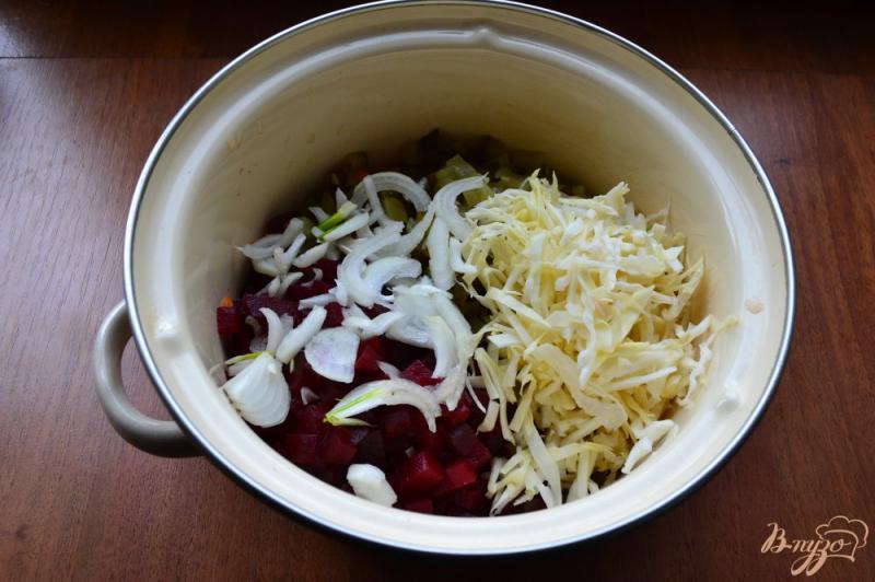 Фото приготовление рецепта: Винегрет со свежей капустой и консервированным горошком шаг №3