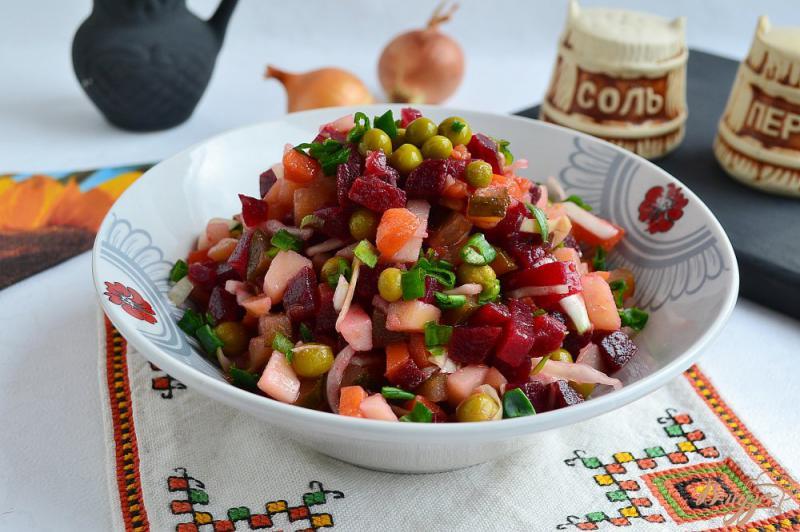 Фото приготовление рецепта: Винегрет со свежей капустой и консервированным горошком шаг №6