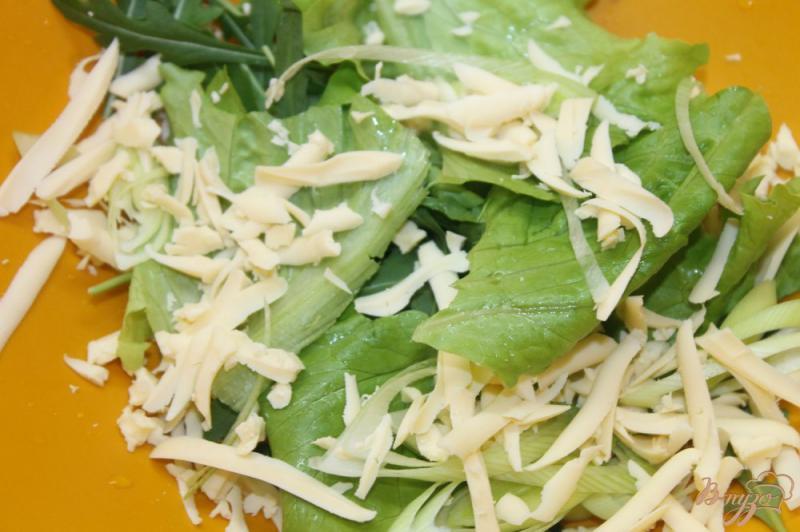 Фото приготовление рецепта: Салат с макаронами и сыром шаг №3