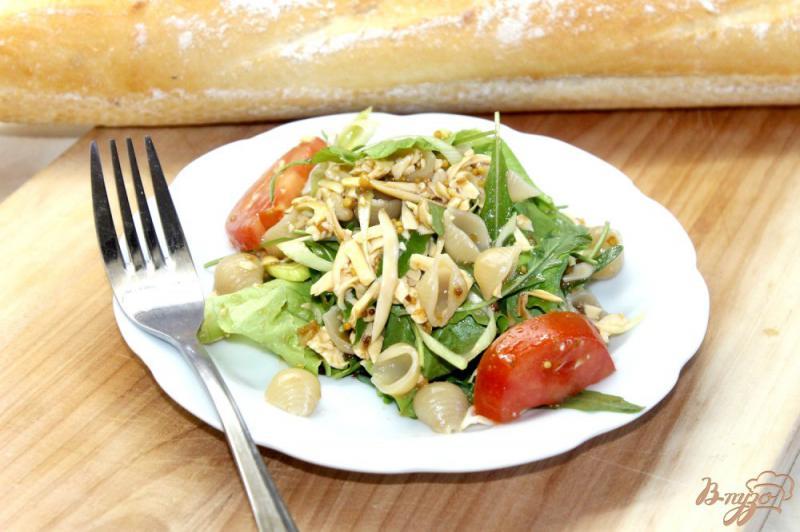Фото приготовление рецепта: Салат с макаронами и сыром шаг №6